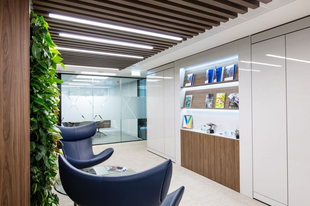 You know what is now mega-popular in the workplace? Going beyond with biophilia and creating a multi-sensory experience to make your team feel zen, calm and collected. This is something you feel the moment you enter Urban Exposure's entrance.