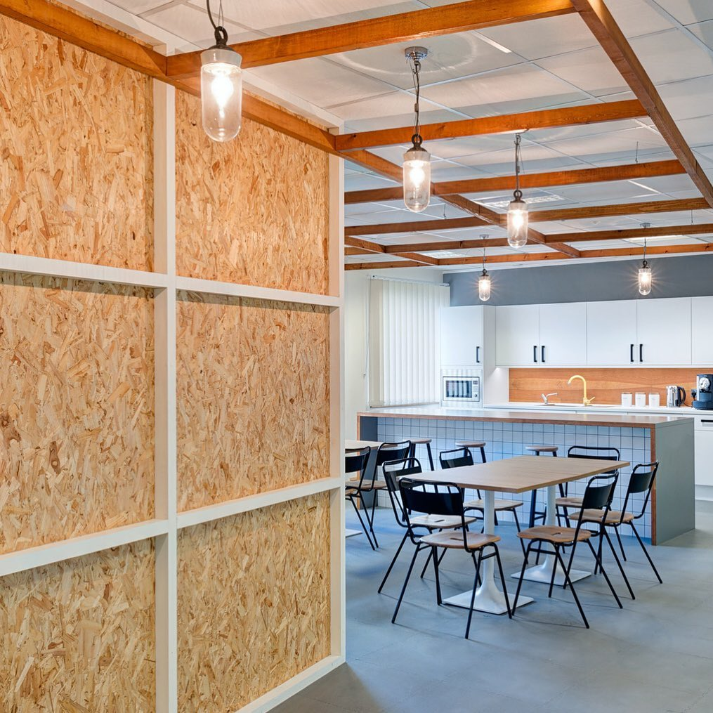 OSI came to us with a unique challenge; to design a temporary office for their expanding team. The brief? As the team were only going to be in the space for two years, they wanted it to have a temporary yet industrial warehouse style aesthetic.